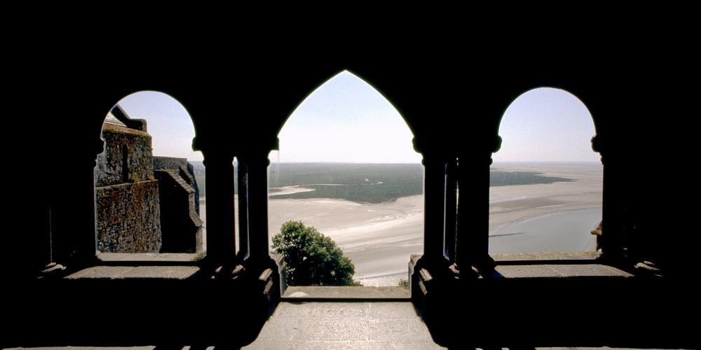 Mont-Saint-Michel Abbey: Cloister bays. – © Abbaye du Mont-Saint-Michel / Centre des monuments nationaux