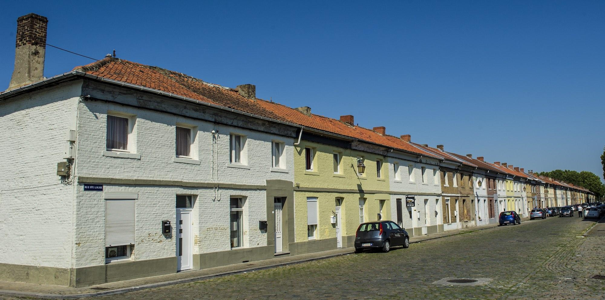 A terraced housing district with 450 houses was built by the company, providing Grand-Hornu colliery workers with more comfortable living conditions. – © Grégory Mathelot / Visit Mons