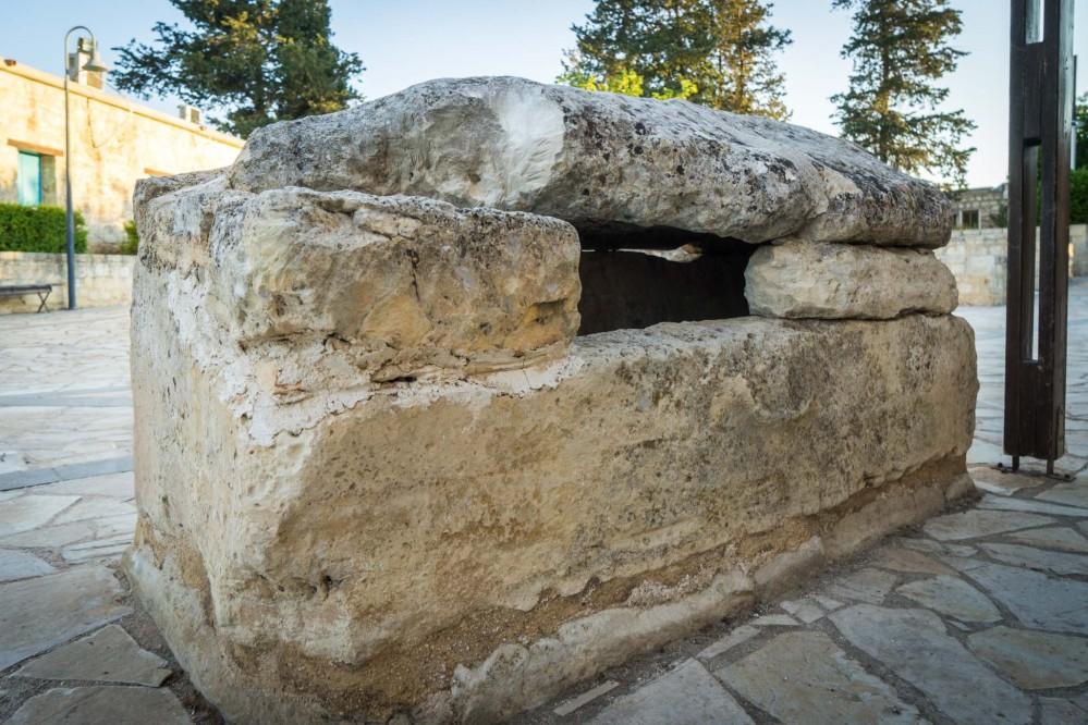 The sarcophagus of St. Agapitikos. – © Michael Turtle