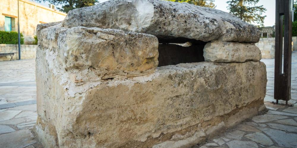 The sarcophagus of St. Agapitikos. – © Michael Turtle