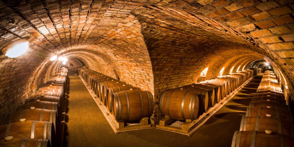 The tunnels were simply carved into the soft layers of volcanic rhyolite tuff and later arched with bricks or rocks. The climatic conditions of the cellars provide ideal conditions to age the wines either in barrels or bottles. – © Márton Csíkszentmihályi