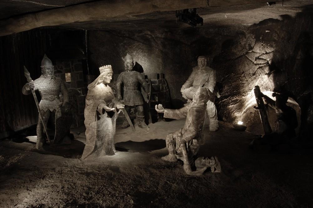 La légende de Sainte Kinga est racontée par un ensemble de sculptures situées dans la salle Janowice dans la mine de sel de Wieliczka. – © Artur Grzybowski