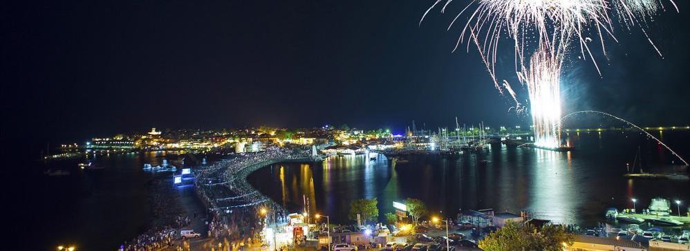 Nessebar accueille un certain nombre de festivals au cours de l'année, réunissant les touristes et les locaux pour célébrer l'art, la culture, la nourriture et la musique. – © Nessebar Municipality