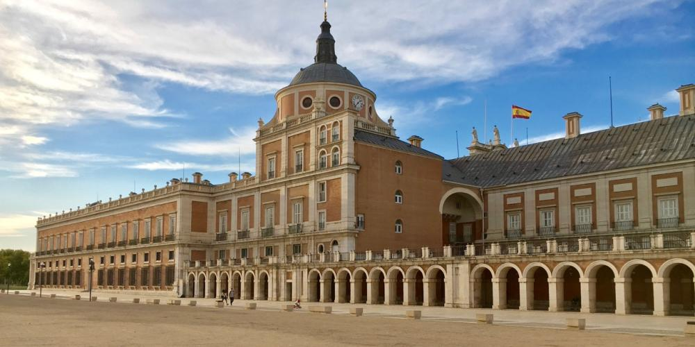 View of the Royal Palace of Aranjuez from Plaza de Parejas. – © Frank Biasi