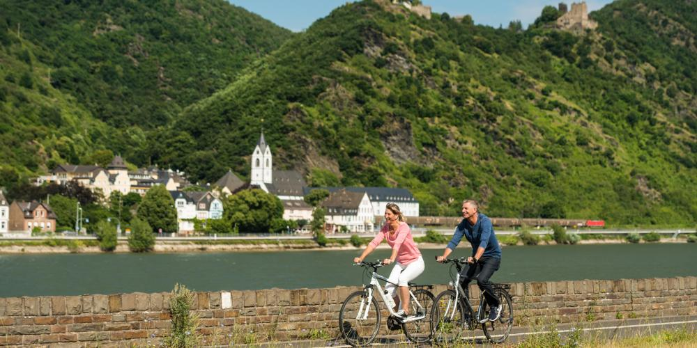 On the Rhine Cycle route, passing Bornhofen pilgrimage monastery and the castles Liebenstein and Sterrenberg, known as the 'Feuding Brothers'. – © Dominik Ketz / Romantischer Rhein Tourismus GmbH