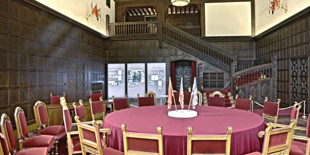 In the summer of 1945, world history was made at Cecilienhof Palace in Potsdam. After the end of hostilities in Europe, representatives of the three Allies of World War II met here for top-level discussions on the restructuring of Europe and the future of Germany. – © W. Pfauder / SPSG