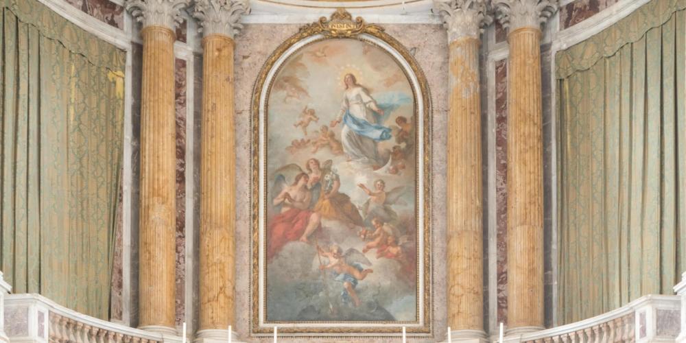 La chapelle Palatine, conçue par Vanvitelli du plancher au plafond, illustre l'influence de Versailles. – © Mariano De Angelis