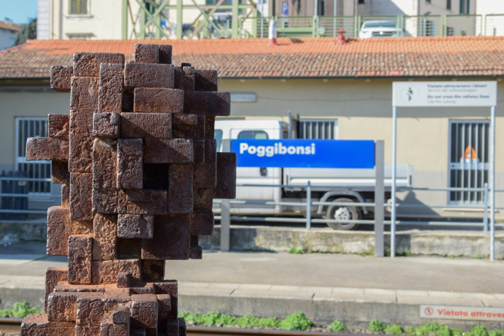 """If you arrive in San Gimignano by train, stop in the Poggibonsi train station to see the first of seven site-specific """"pixelated"""" sculptures by Antony Gormley—part of the project """"Fai Spazio/Prendi Posto,"""" or Making Space/Taking Place (Arte all'Arte 2004). – © Stefano Cannas / Fondazione Sistema Toscana"""