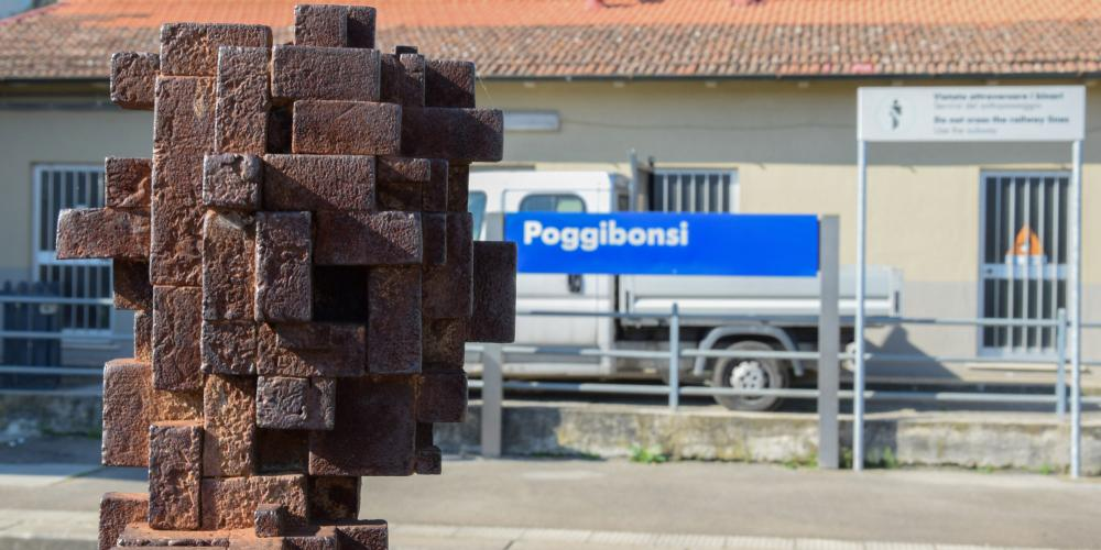 "If you arrive in San Gimignano by train, stop in the Poggibonsi train station to see the first of seven site-specific ""pixelated"" sculptures by Antony Gormley—part of the project ""Fai Spazio/Prendi Posto,"" or Making Space/Taking Place (Arte all'Arte 2004). – © Stefano Cannas / Fondazione Sistema Toscana"