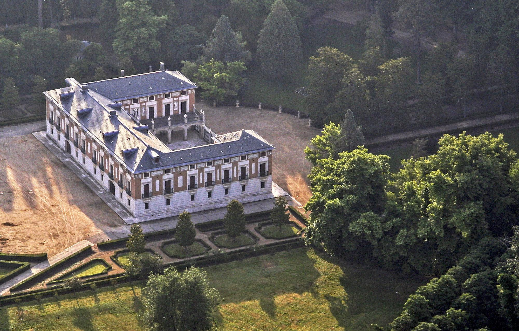 Bird-eye view of Casa del Labrador. It is placed in the eastern end of the Prince's Garden and is surrounded by beautiful gardens full of flowers and exotic plants. – © Antonio Castillo López