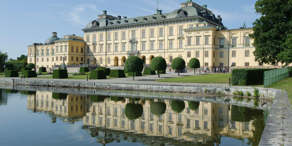 Drottningholm Palace, the most well-preserved royal castle built in the 1600s in Sweden. Come by boat and experience the combination of the exotic Chinese Pavilion, the Palace Theatre and the magnificent Palace Gardens surrounding the home of the King and Queen of Sweden. – © Gomer Swahn