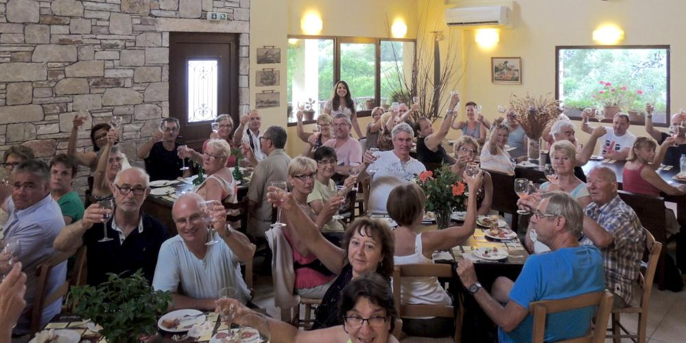 Wine tasting at the Olympia Land Estate – © Olympia Land Estate