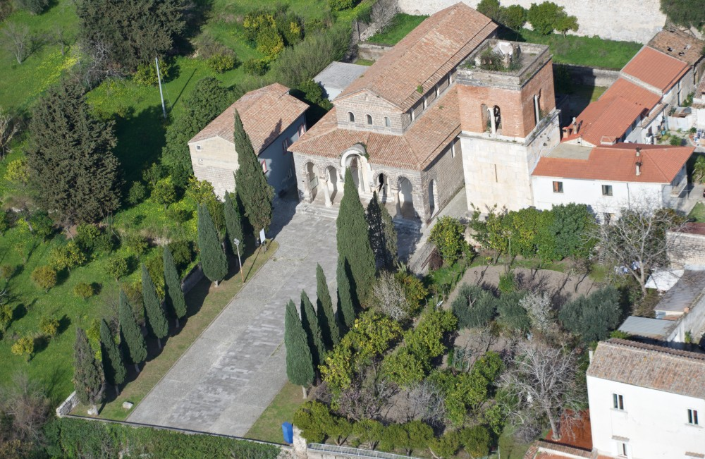 Aerial Photo of the churchyard of the Basilica and the Hortus Conclusus. – © Emma Taricco