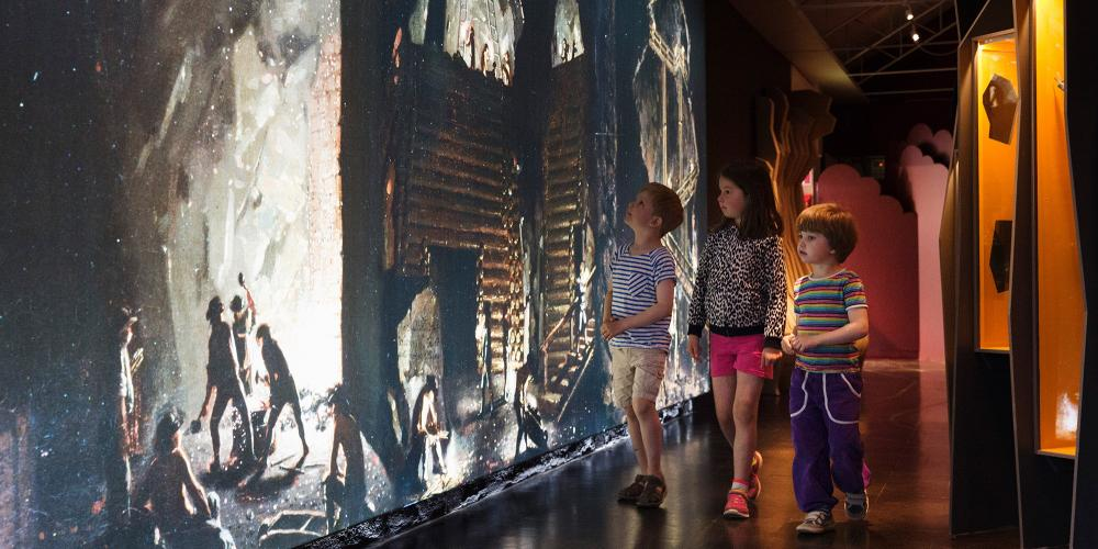 The museum offers many different activities and takes visitors travelling through time from the age of the Vikings to the year 2001, when Falun and the mine became a World Heritage Site. – © Per Eriksson
