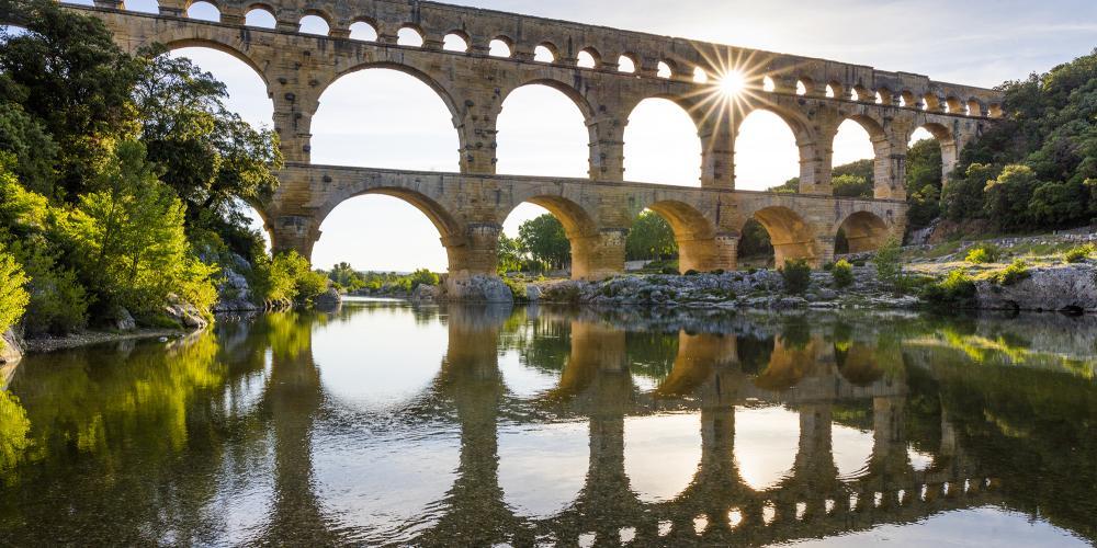 随时可以围绕这处古老的杰作取景拍照,特别是正午时分阳光高照之时,水道桥在河水中呈现出完美的倒影。 – © Aurelio Rodriguez