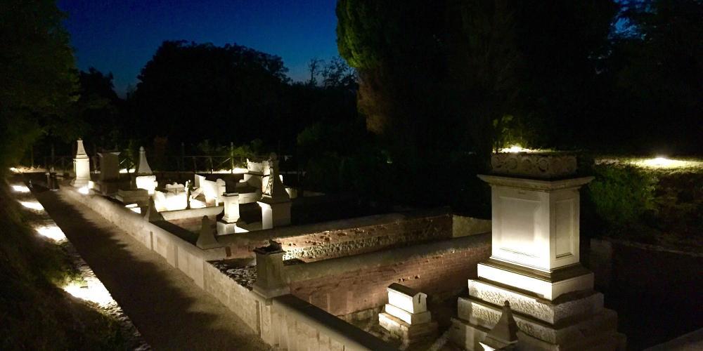 墓葬区包括几处墓地的全部遗存,时间可以追溯到公元1至3世纪。 – © Gianluca Baronchelli