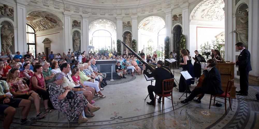 Concerts performed by renowned ensembles playing authentic baroque instruments in the beautiful interior of the Rotunda are always fascinating. – © Tomas Vrtal