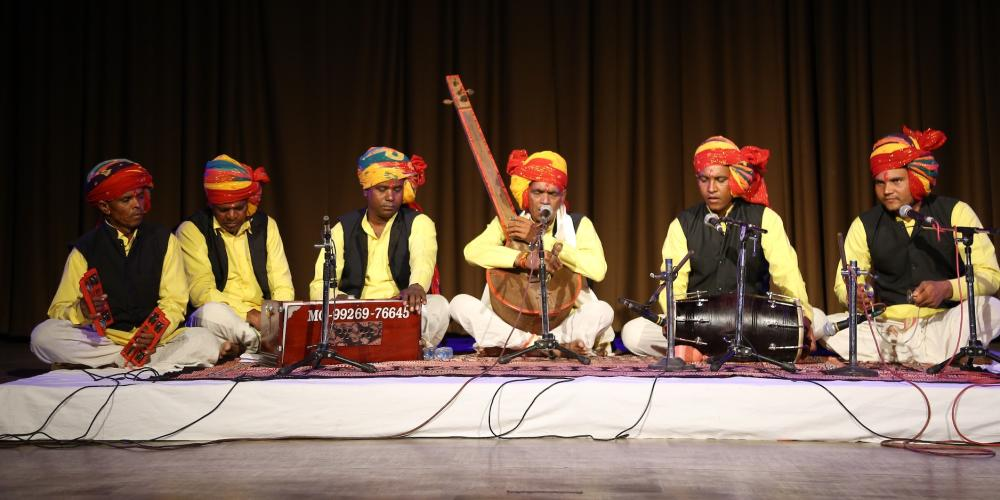 Traditional Kabir singing by Babulal Dholpure – © MP Tourism