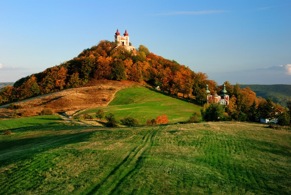 The Calvary in Banská Štiavnica was built by Jesuits in the 18th century. The steep ascent to the Upper Church is rewarded by a wonderful view of Banská Štiavnica and its surroundings. – © Maran Garai / Shutterstock