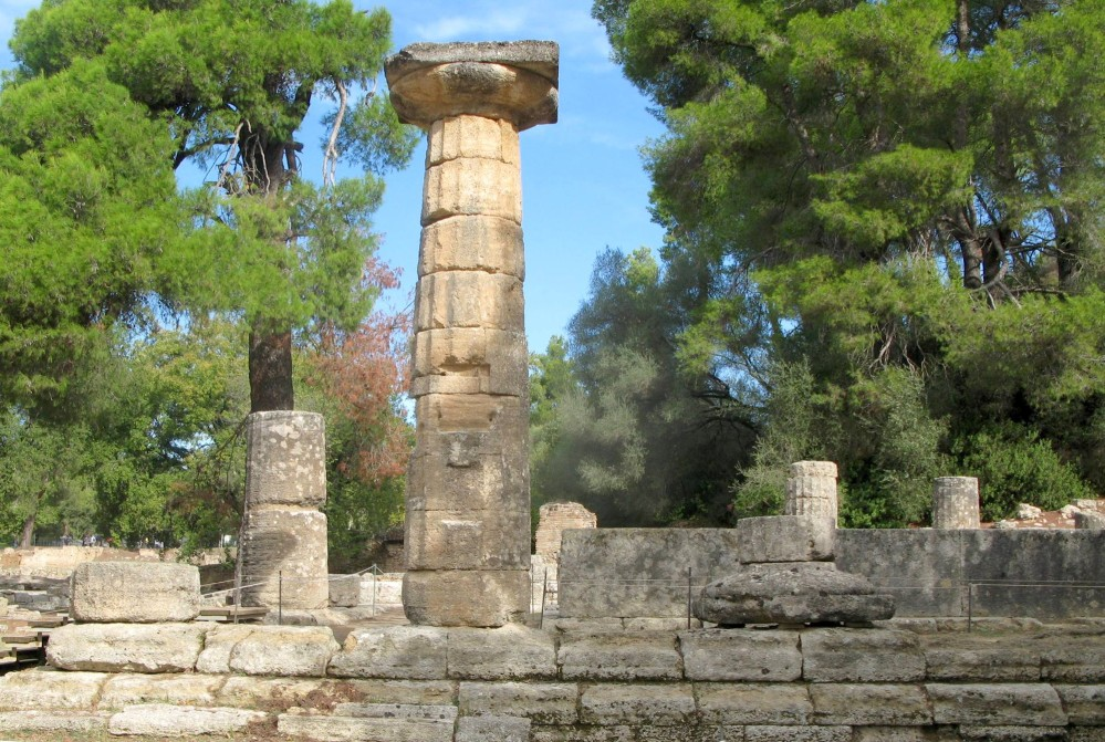 """The vertical cut on the column at the temple of Hera, was used to hang the portrait of the girl who won the """"Heraia"""" foot race. – © Hellenic Ministry of Culture and Sports / Ephorate of Antiquities of Ilia"""