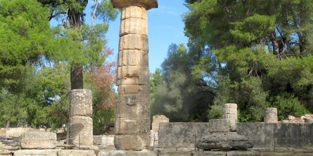 "The vertical cut on the column at the temple of Hera, was used to hang the portrait of the girl who won the ""Heraia"" foot race. – © Hellenic Ministry of Culture and Sports / Ephorate of Antiquities of Ilia"