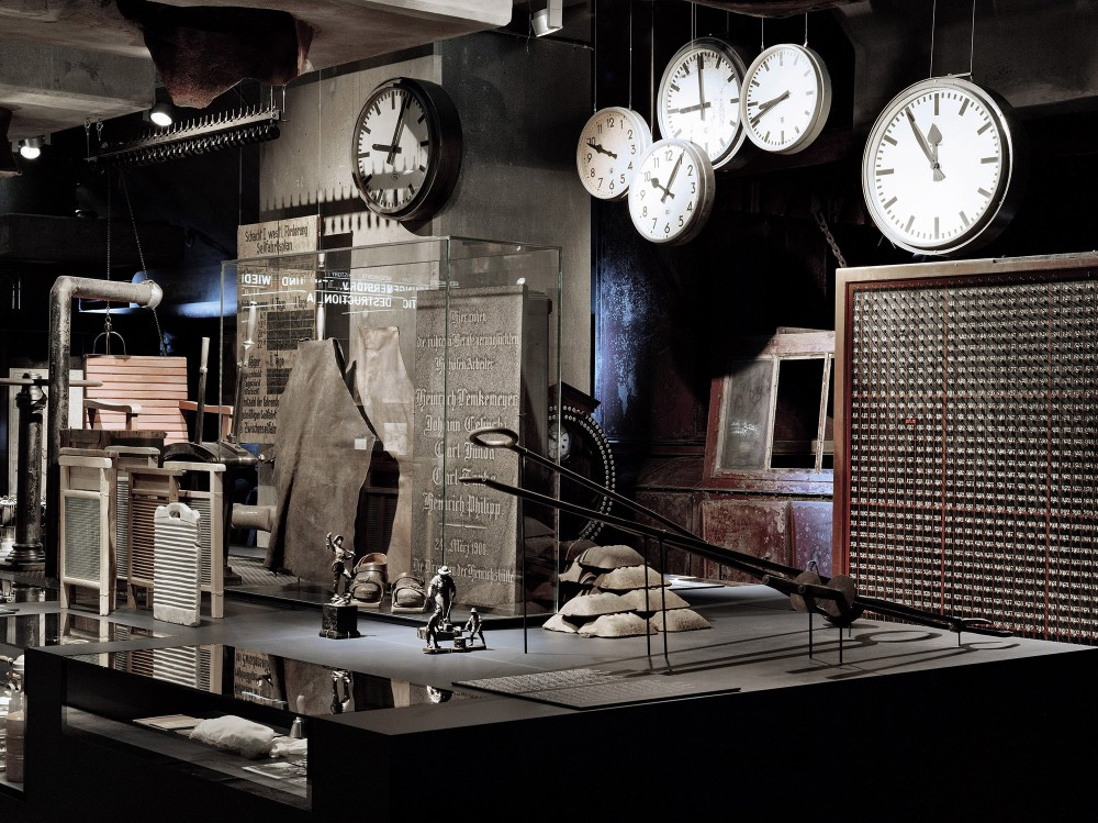 The permanent exhibition of the Ruhr Museum shows the region's nature and culture history, from prehistory to industrialisation to the present. The museum has comprehensive collections comprising about four million exhibits and photographs. – ©Brigida González / Ruhr Museum