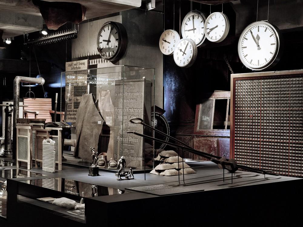 L'exposition permanente du musée de la Ruhr montre l'histoire de la nature et de la culture de la région, de la préhistoire à nos jours en passant par l'ère industrielle. Le musée possède des collections comprenant environ quatre millions d'objets et de photographies. – ©Brigida González / Ruhr Museum