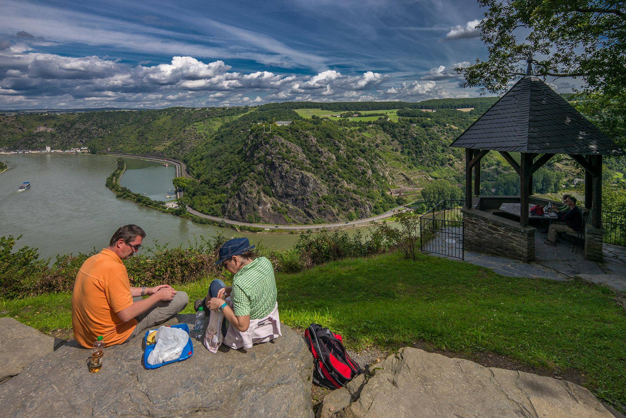 A beautiful view of Loreley Rock from the rest stop called Maria Ruh at the RheinBurgenWeg. – © C. H. Piel / Rhein-Touristik Tal der Loreley