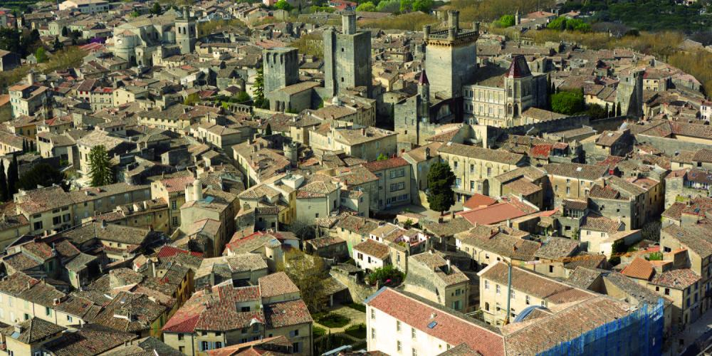 Uzès, city of art and history, offers visitors the chance to explore its rich, cultural heritage, steeped in history. – © City of Uzès Drone Aero Services DR