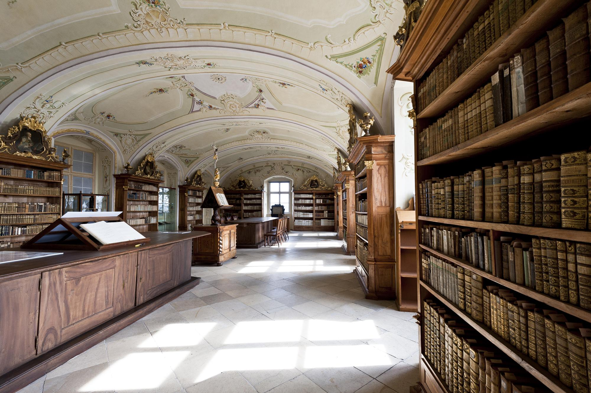 With a tour of the Maria Langegg Monastery, you'll visit the splendid library. – © Konstantin Gona
