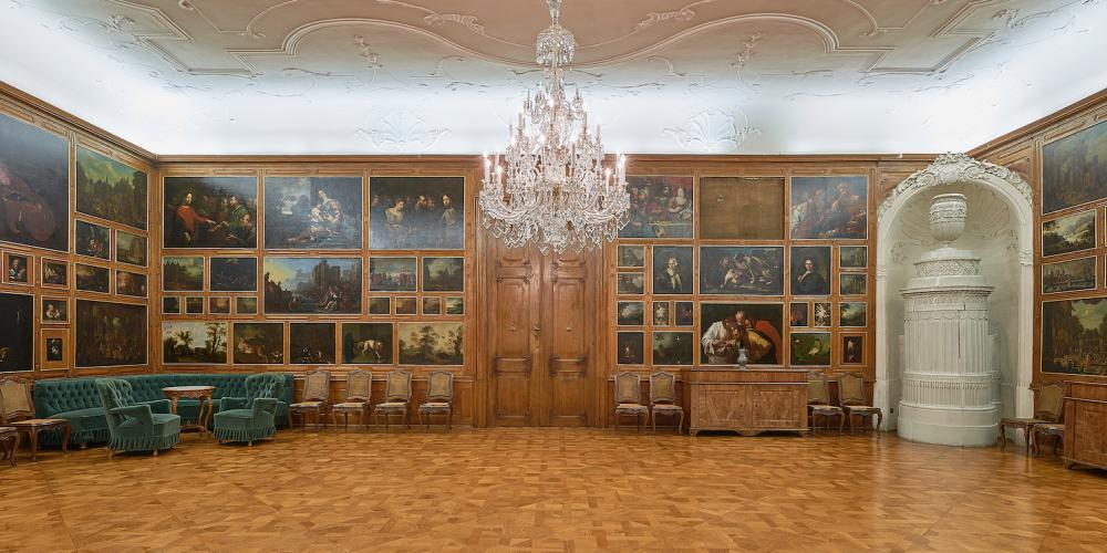 The Small Dining Room was used for feasts for distinguished visitors to the Castle. Today, it is decorated by 116 paintings, which is the design made in the 18th century after the great fire of the Castle in 1752. – © Archive of the Archiepiscopal Castle Kroměříž