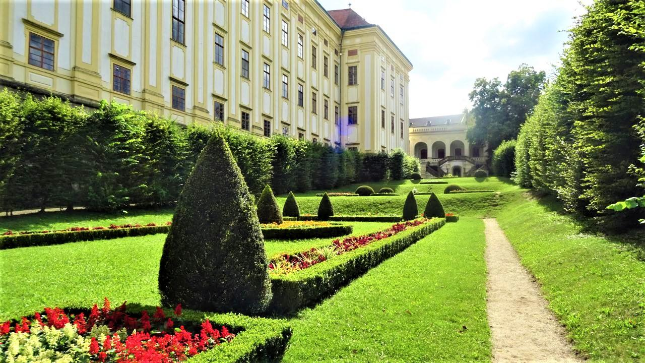 Colloredo Colonnade and giardino secreto is now a remembrance of the episcopate of Anton Theodor Colloredo-Waldsee, the first Archbishop of Olomouc, and the redesigning of the Castle Garden during his episcopacy. – © Dana Klimešová