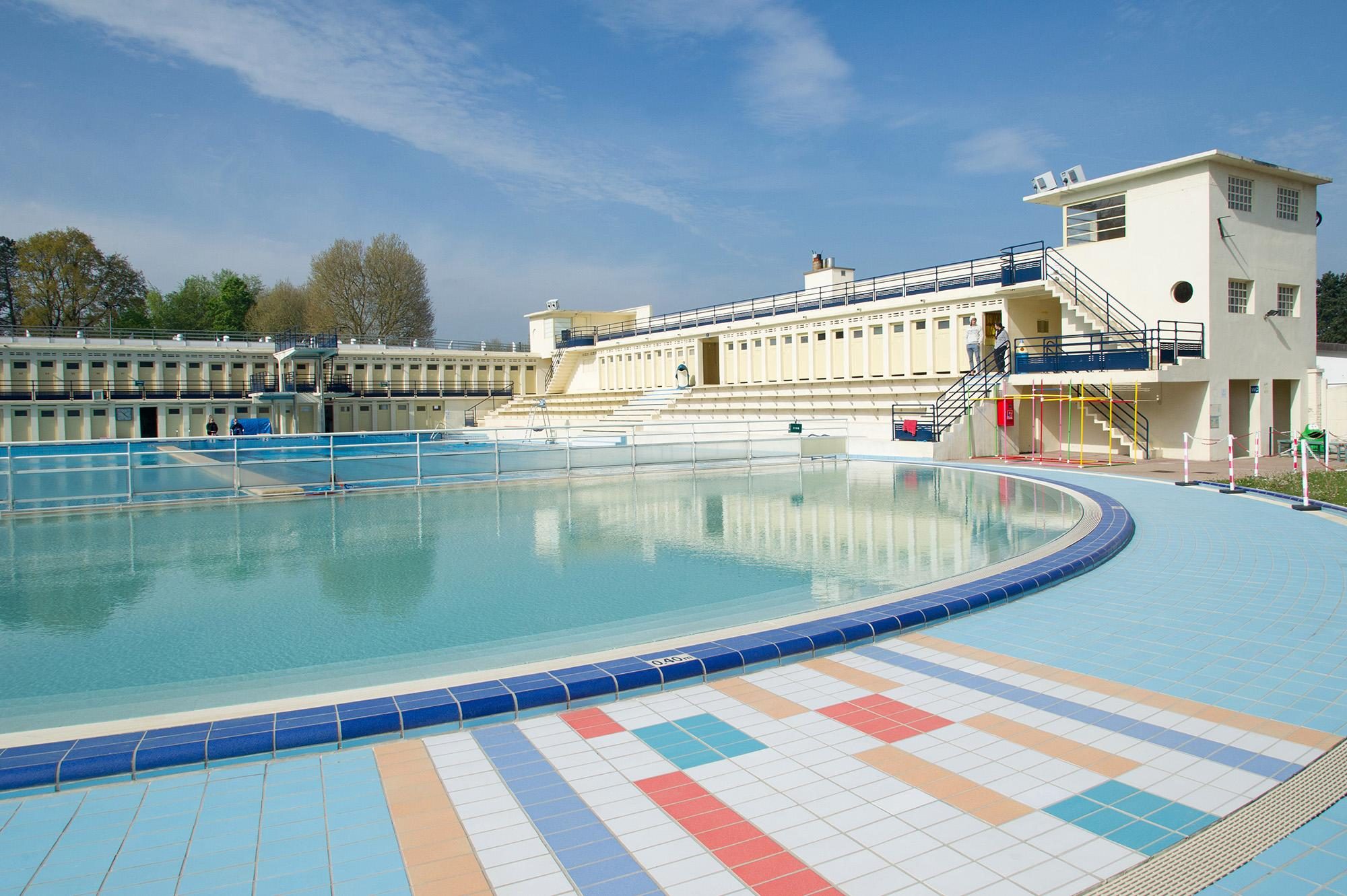 Bruay la Buissiere Swimming pool; immerse yourself in the 1930s!