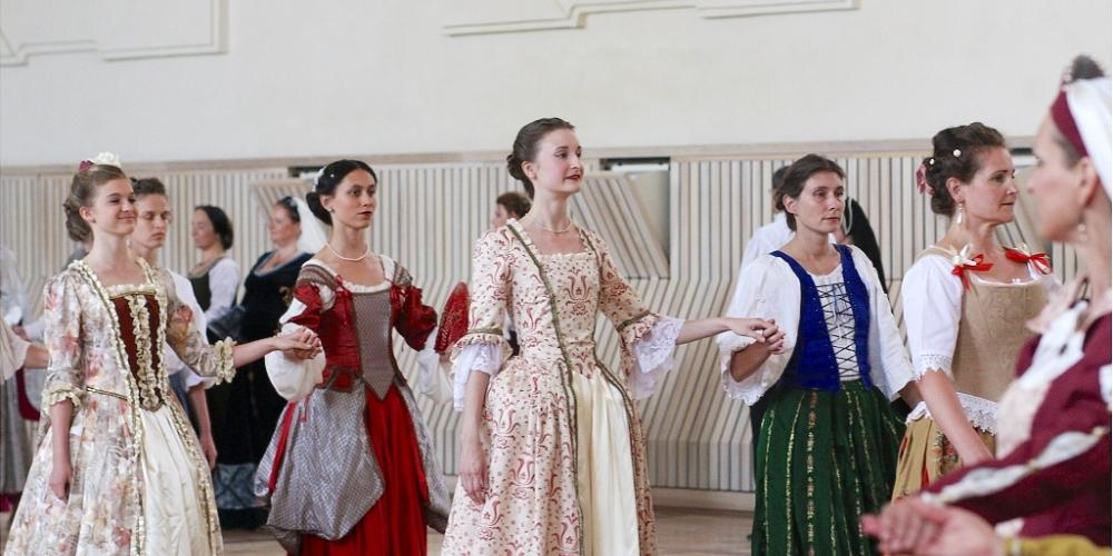 International Summer School of Early Music has taken place in Valtice since 1989, with the classes for baroque dancing and music. – © Renata Hasilová