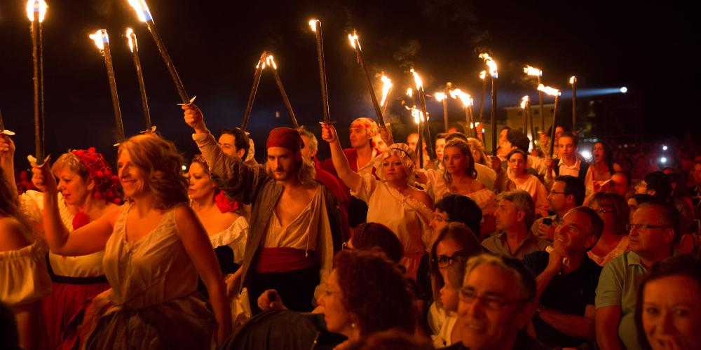 Every September, Aranjuez comes alive with the celebrations of the 'Fiestas del Motín de Aranjuez' - the 1808 Riot of Aranjuez Festival. It's one of the biggest events of the year in Aranjuez, with historical reenactments, theatre, parades and music. – © Miguel Portillo / Municipality of Aranjuez