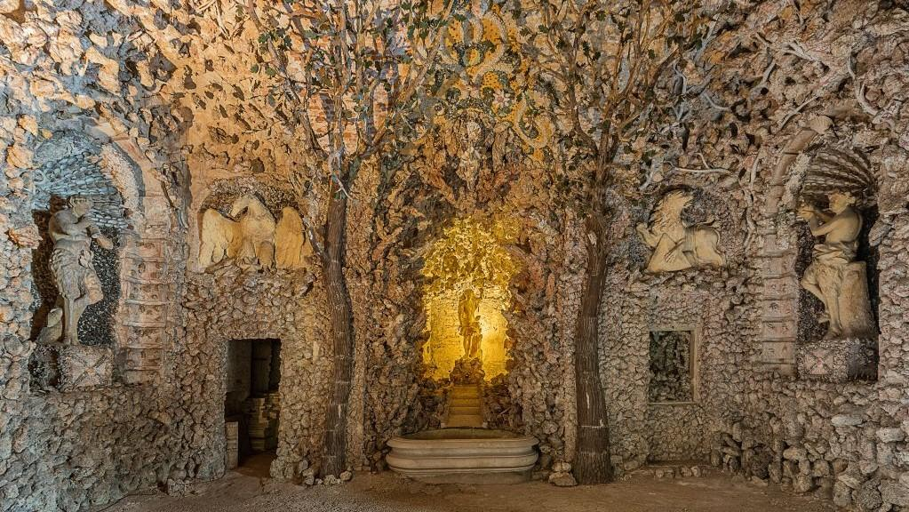 Apollo's Grotto is an unique example of Baroque architecture and its effort to make a pleasant place for nobles to relax in. - © Tomas Vrtal