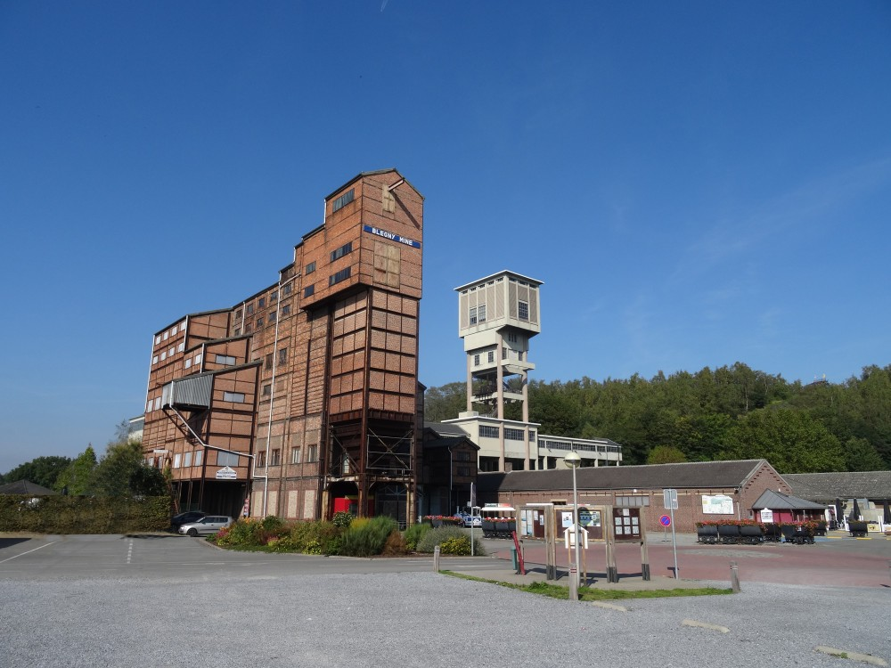 Photo of the front of the site of Blegny-Mine with view of the Pit n°1, the washing and sorting installations and the slag heap. – © Pierre Servais / Blegny-Mine