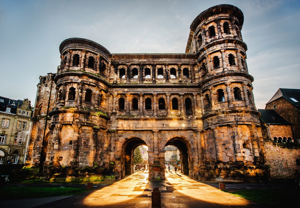 Front view of the Porta Nigra (Black Gate) in Trier, Germany, built by the Romans in 170 AD. – © Alex Tihonovs / Shutterstock