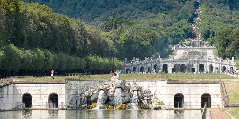 Fontana dei Delfini (Dolphin fountain) and series of cascades, fountains, and basins that extend up the mountain. – © Reggia di Caserta