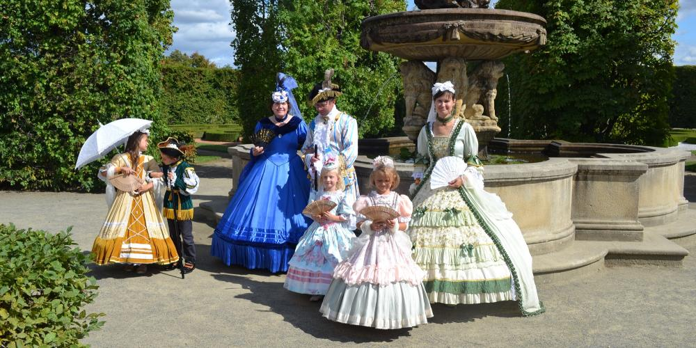 The historic costume rental is one of the most popular attractions of the Hortus Magicus festival. Our costumes can make you a princess, no matter how old you are! – © Archive of Chateau and Gardens
