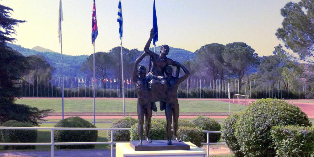 Contemporary statue of Diagoras being carried by his sons on the day of their dual victory in the games. – © Hellenic Ministry of Culture and Sports / Ephorate of Antiquities of Ilia