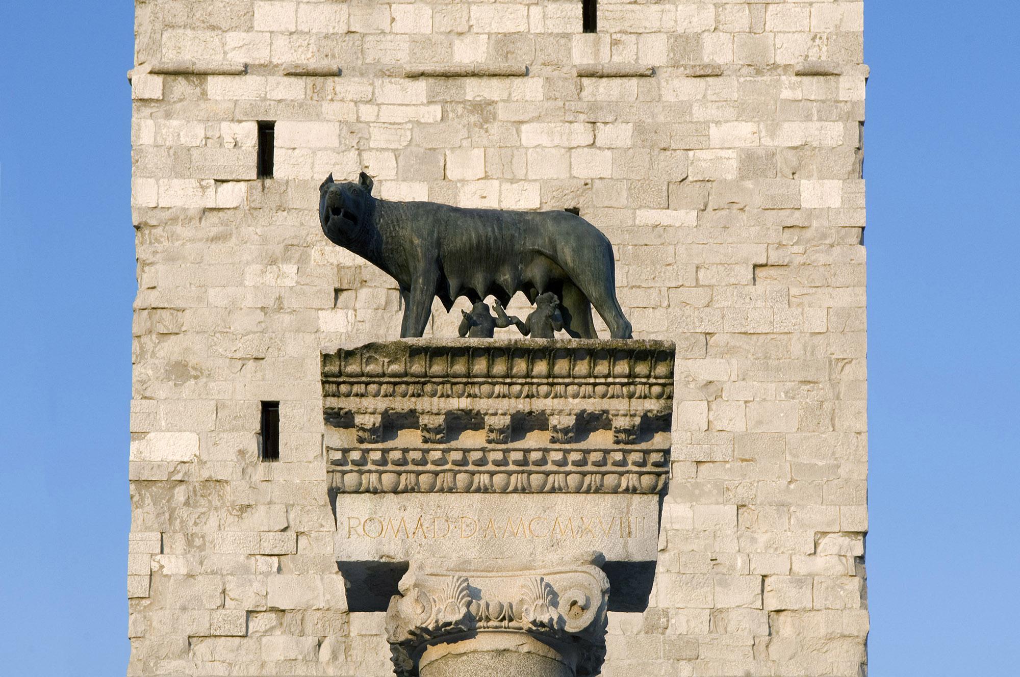 1919年,罗马赠送了罗马母狼的复制品,庆祝阿奎拉的第21个百年纪念日(自公元前181年)。– © Gianluca Baronchelli
