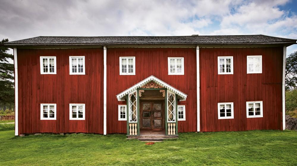 Come and enjoy the decorative farmhouse of Fågelsjö Gammelgård located in Loos. – © Jakob Dahlström