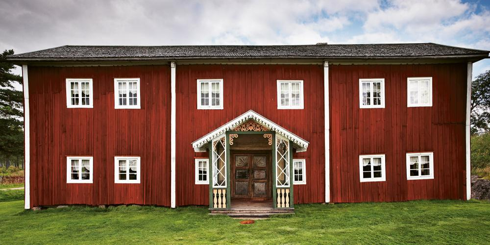 Come and enjoy the decorative farmhouse of Fågelsjö Gammelgård located in Loos. – © Jakob Dahlström
