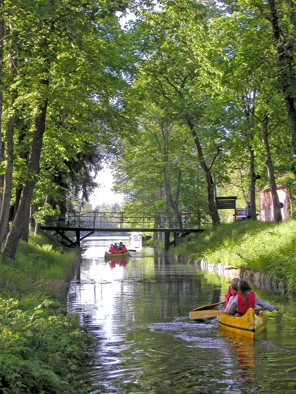 The Strömsholm Canal is 10 kilometres long and has 26 locks. At the Skantzen area in Hallstahammar (pictured), you can go canoeing. – © Ekomuseum Bergslagen