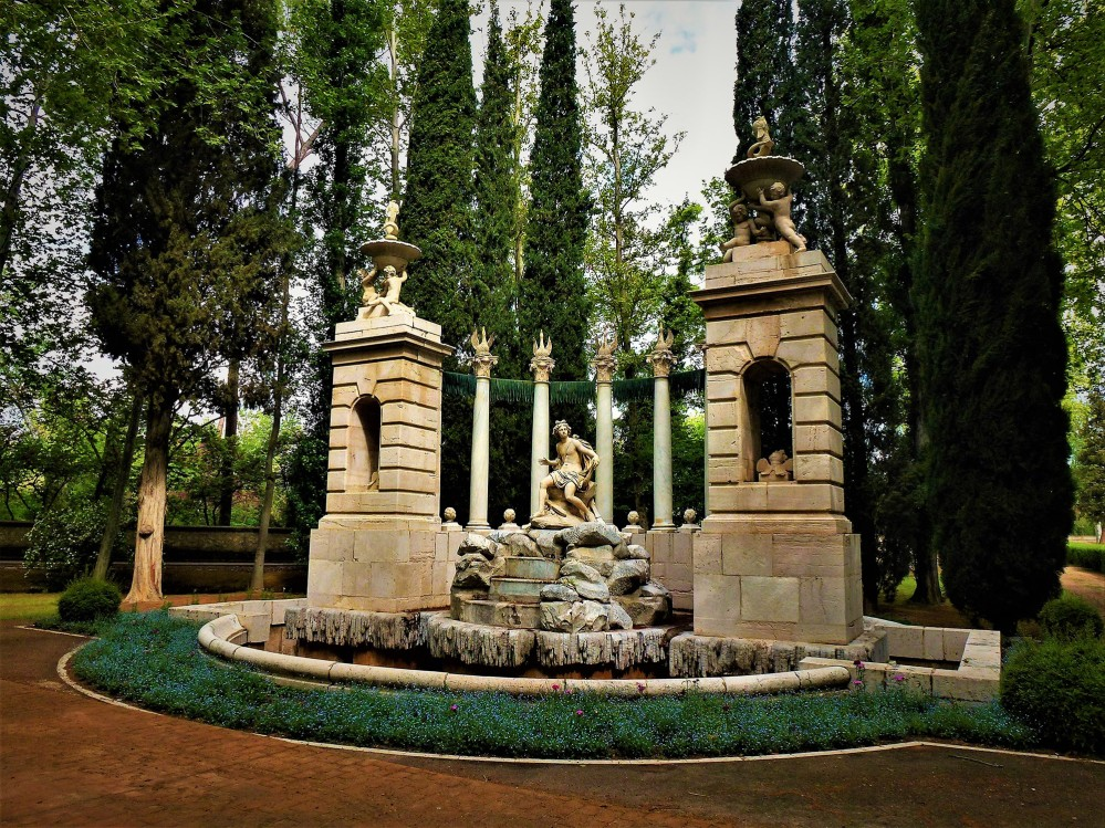 Fountain of Apollo. Located in the Prince's Garden, it is one of the most spectacular fountains in this garden due to its architectural composition and location, at the end of one of the most beautiful tree-lined walks in this garden. – © Joaquín Álvarez