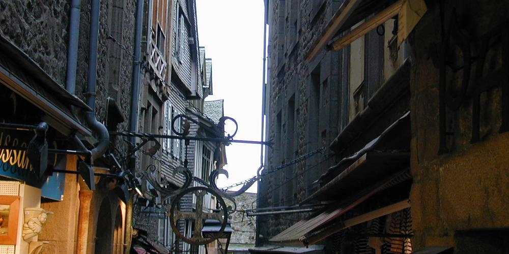 Come and discover the wonders made by the craftsmen of Mont Saint-Michel in the village's shopping streets.