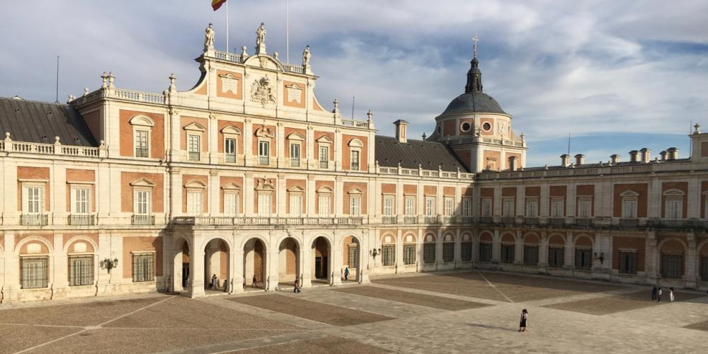 Plaza de Armas at the Royal Palace of Aranjuez. – © Frank Biasi