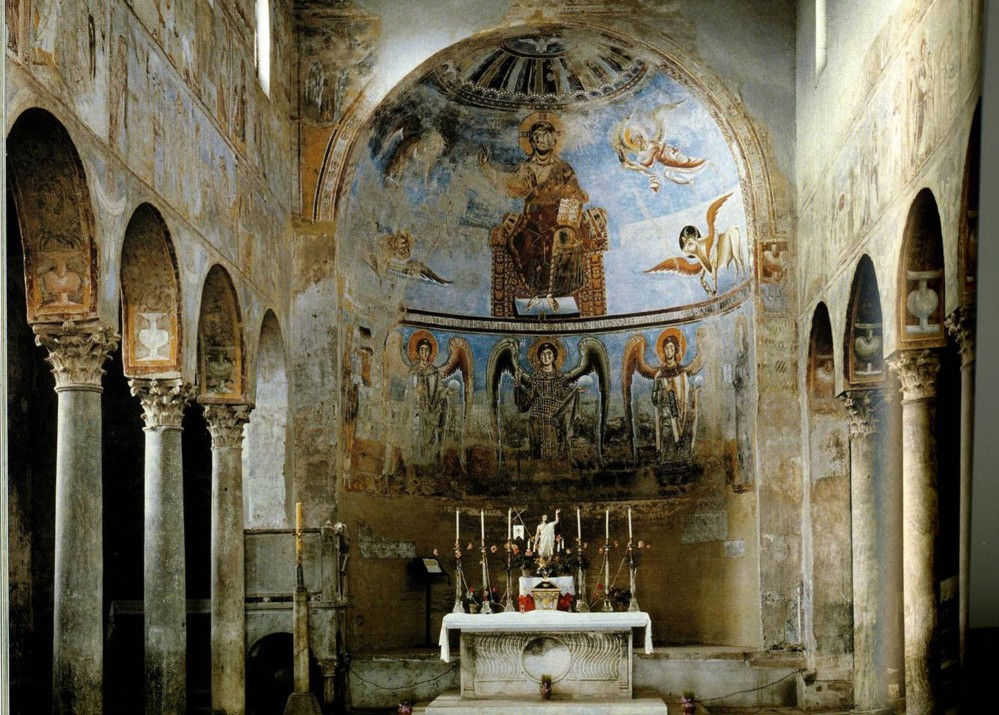 View of the central nave with fresco decoration of the apse. – © Caserta Royal Palace Archive