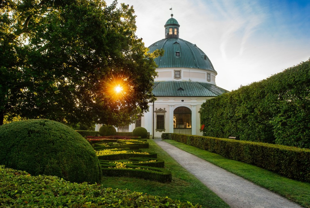 The Rotunda is an octagonal pavilion standing in the centre of the Flower Garden and dominates the layout. It was completed in 1668 following the design of Giovanni Pietro Tencalla. – © Tomas Vrtal